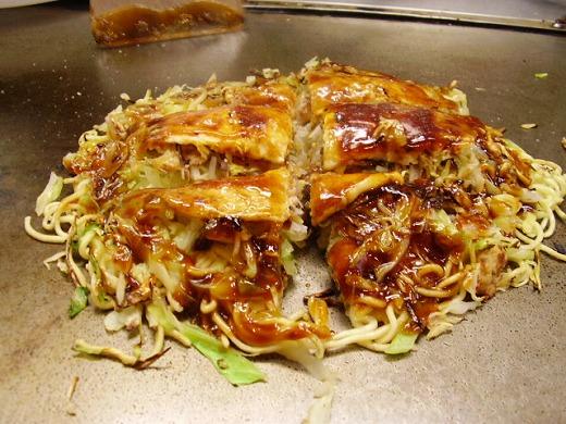 広島風お好み焼き 肉・玉・そば・生イカ入り